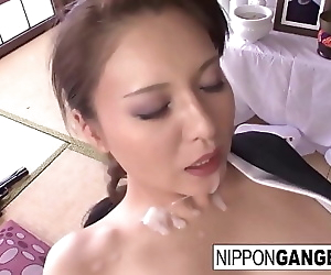 Japanese hottie gets..